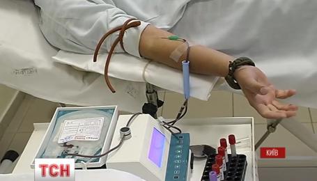 Центри збору крові працюють в посиленому режимі у день донора