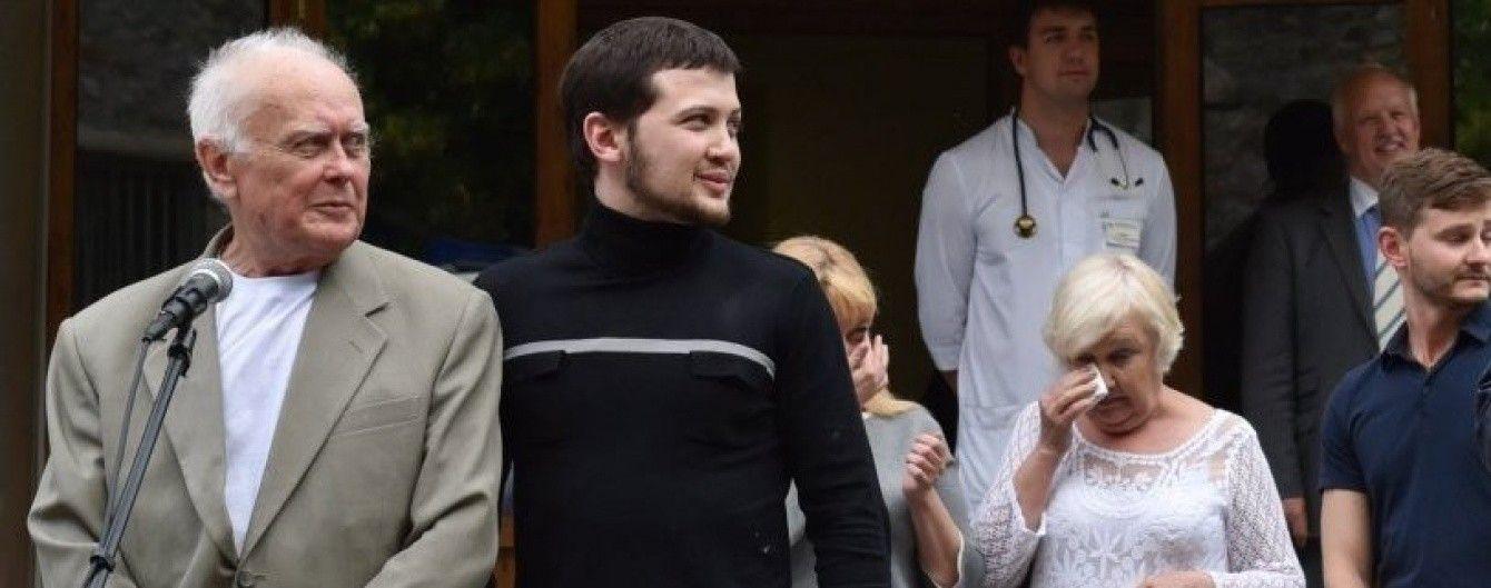 Нарешті вдома. Реакція українських блогерів та політиків на повернення Солошенка та Афанасьєва