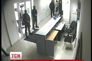 """НАБУ продовжує обшуки в офісі """"МАУ"""""""