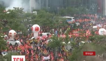 В Париже акции протеста профсоюзов переросли в столкновения с полицией
