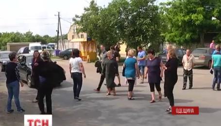 В Одесской области жители одного из сел протестовали против разбитых дорог