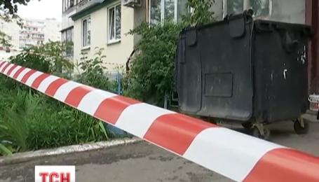 Мертвого младенца нашли среди мусора в Киеве