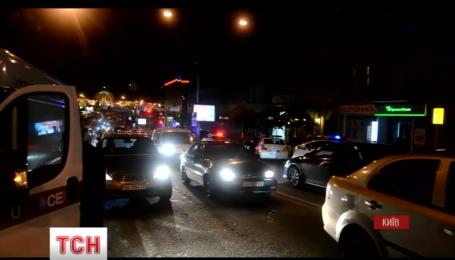 В Киеве при попытке ограбить банк, неизвестные бросили в жилой подъезд взрывпакет