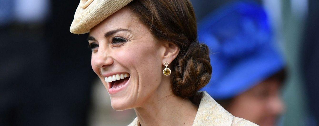 На каблуках и с лопатой в руках: герцогиня Кейт посадила дерево