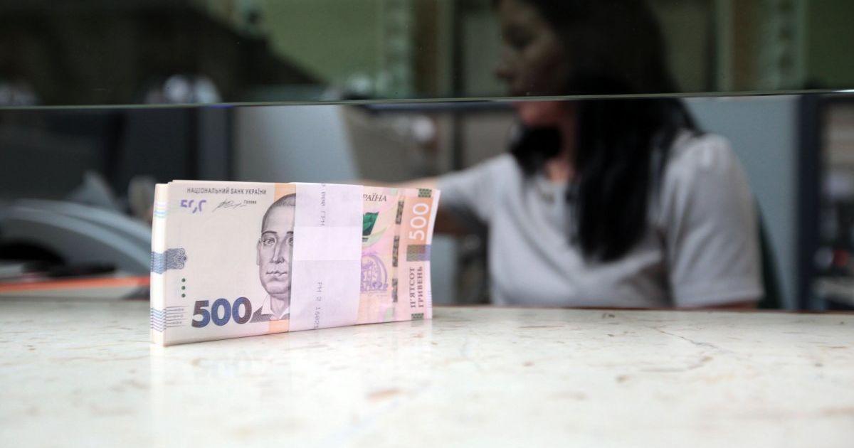 Зарплати чиновників: скільки отримують в Україні топ-менеджери та чи варті вони цих грошей