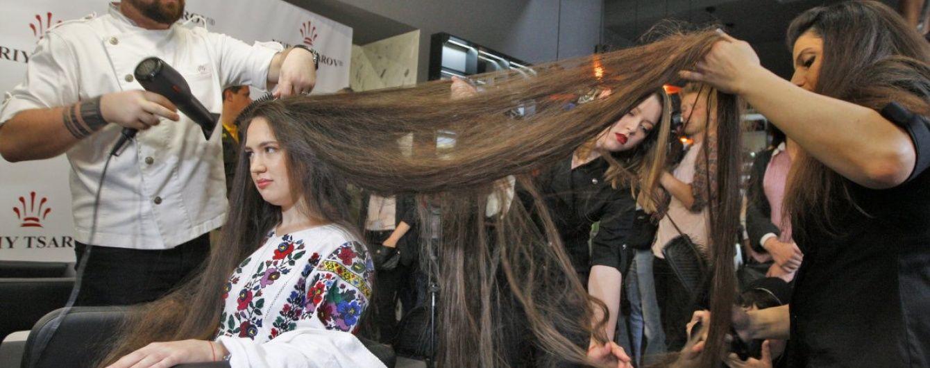 Обладательница самых длинных в Украине волос не стриглась больше 15 лет