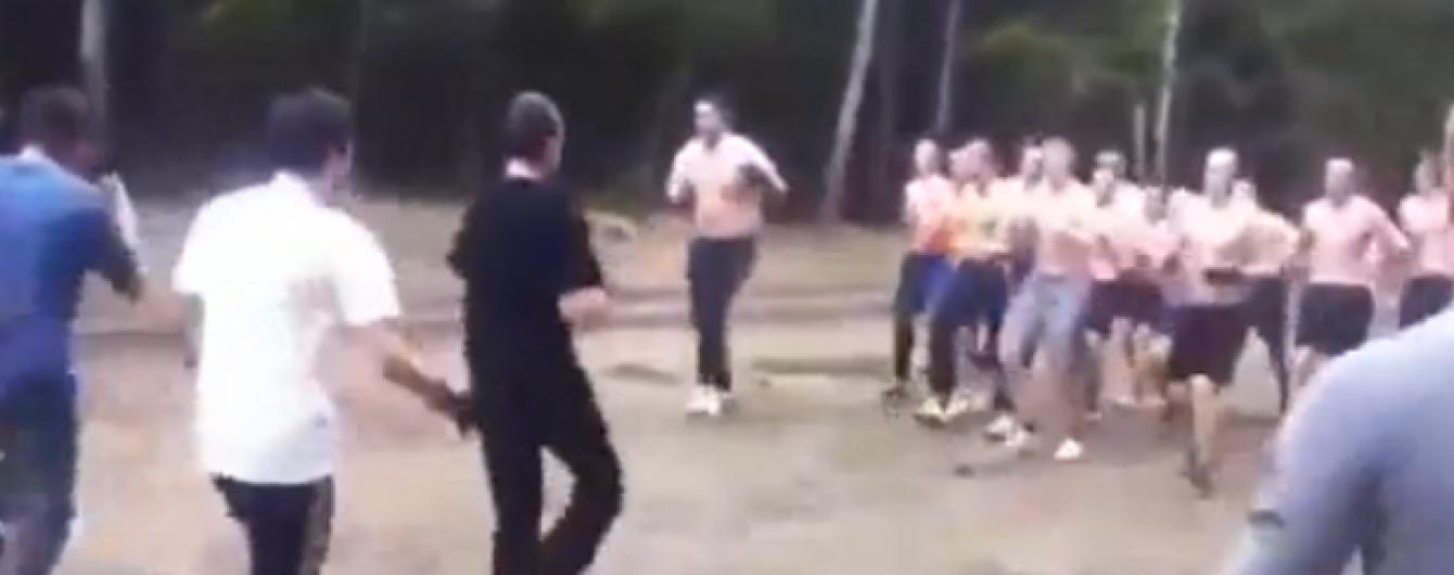 ЗМІ показали відео, як російські фанати шліфували бойову майстерність до Євро-2016