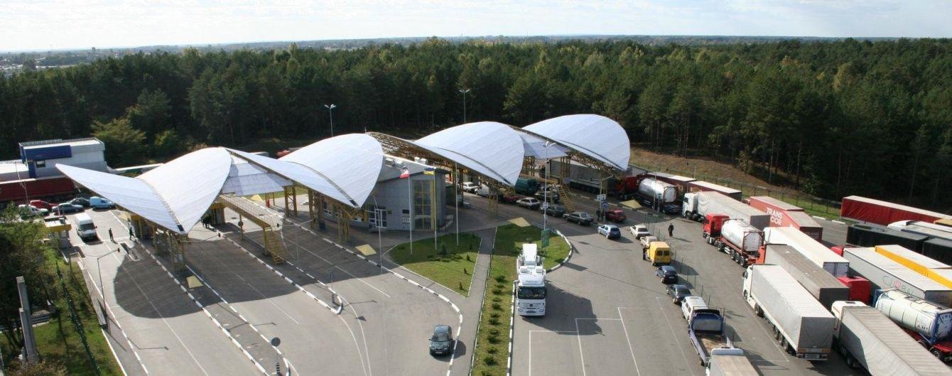 """Польські митники оголосили """"тихий страйк"""". У МЗС поперджають про черги на кордоні"""