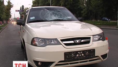 У столиці на пішохідному переході авто збило двох дітей