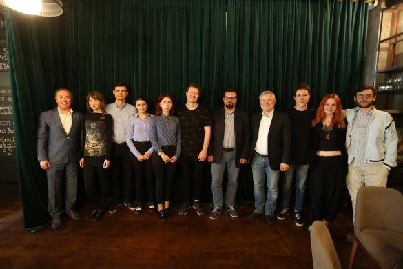 Організатори зустрічі разом з молодими режисерами