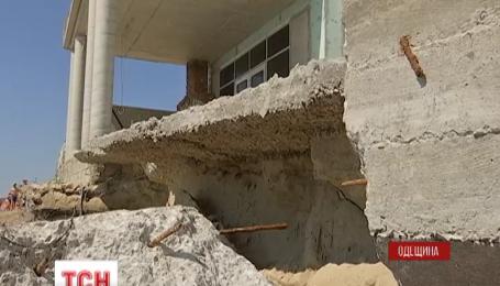 В Одесской области после шторма обвалилась стена дома, который принадлежит Литвину