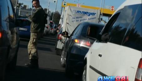 Почему тысячи машин замерли на украинско-польской границе