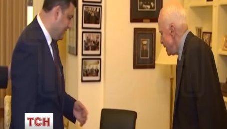 """Гройсман поблагодарил Маккейна за поддержку Украины """"в трудный исторический момент для страны"""""""