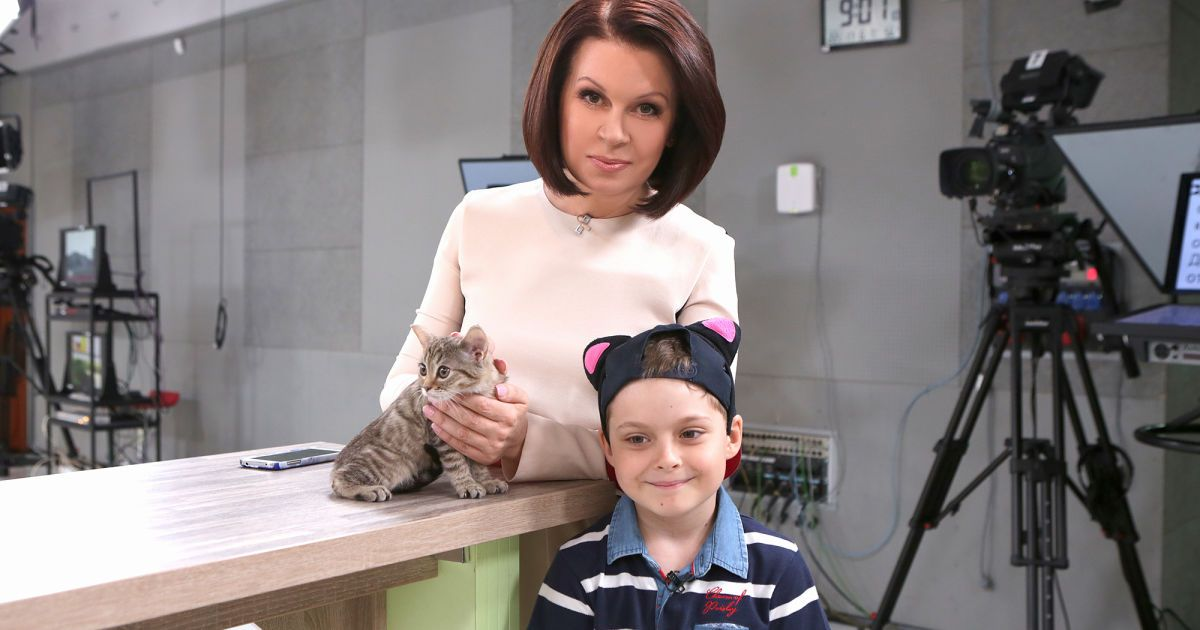 Алла Мазур разом із сином прихистили кошеня