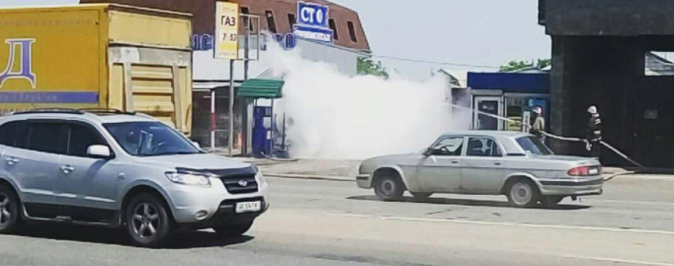 В Киеве на Кольцевой дороге образовалась пробка из-за разгерметизации газовой заправки