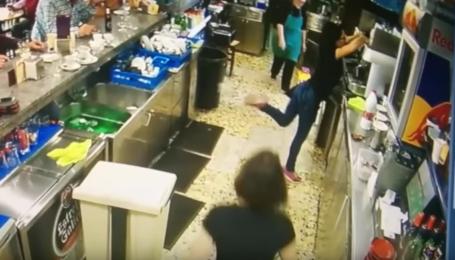За невероятный футбольный финт, испанскую официантку прозвали вторым Месси