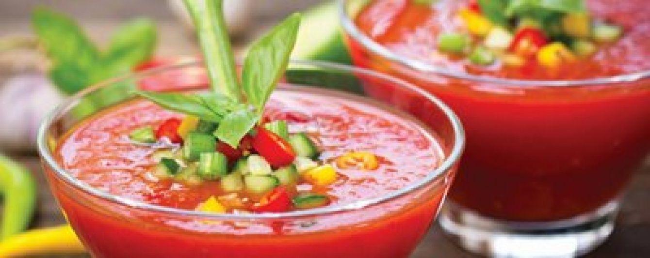 Блюдо в жаркую погоду: томатная окрошка с куриной грудкой
