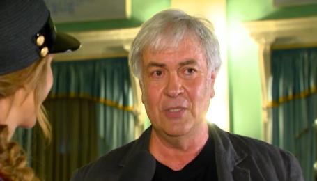 Анатолий Хостикоев рассказал, как когда-то напугал соседа на даче