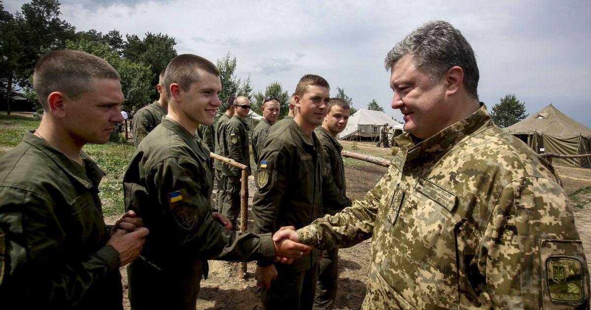Демобілізованих військових замінять контрактники - Порошенко