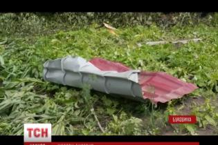 Негода на Західній Україні: на Прикарпатті буревій вбив жінку, а на Буковині позривав покрівлі