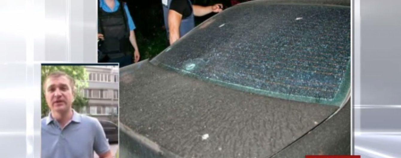 Вибух та стрілянина у Запоріжжі: невідомий із дитячим візочком відкрив вогонь по автівці