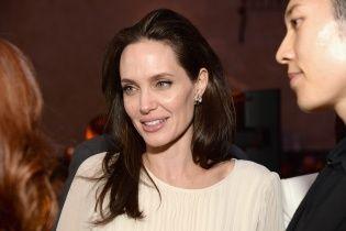 Анджелина Джоли впервые рассказала про свои тяжелые роды в Намибии