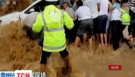 Высокая вода затопила южную часть Китая