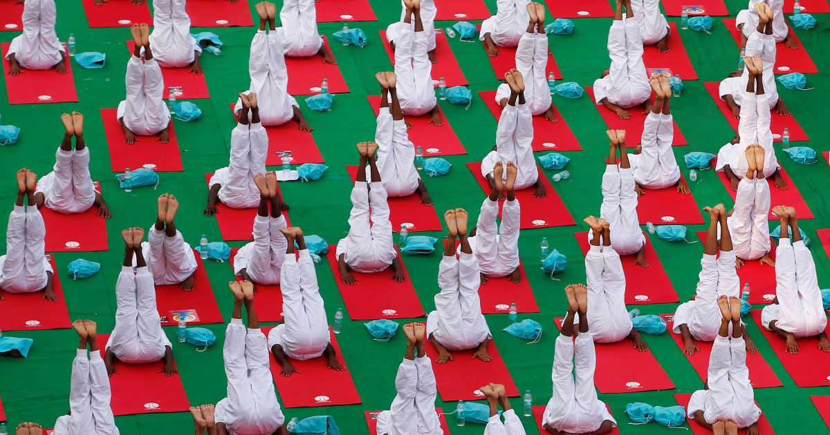 День йоги відзначають у всьому світі @ ТСН.ua