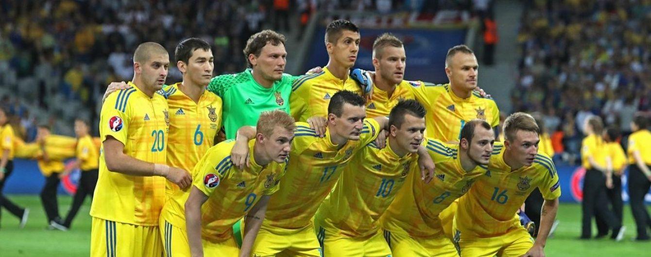 Футболістів збірної України в аеропорту зустрічали лише журналісти та поодинокі пасажири