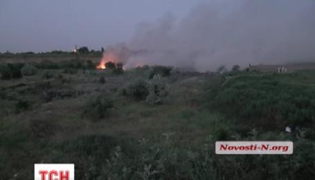Крупный пожар вспыхнул на мусорной свалке под Николаевом