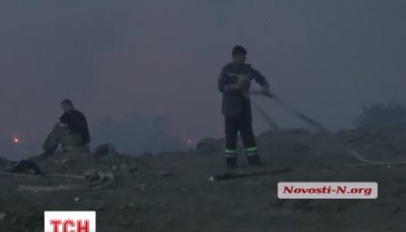 Під Миколаєвом палало близько двох з половиною тисяч квадратних метрів сміття