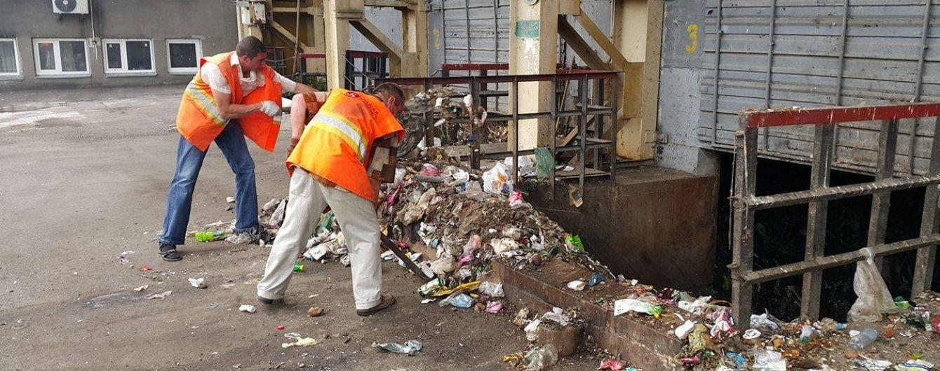 Брудний бізнес. У Києві виявили мільйонні оборудки на смітті