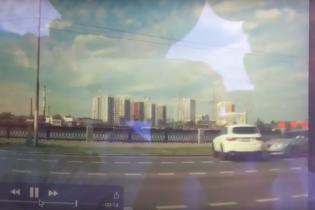 В Сети появилось зрелищное видео ДТП, в котором Mercedes упал в Москву-реку