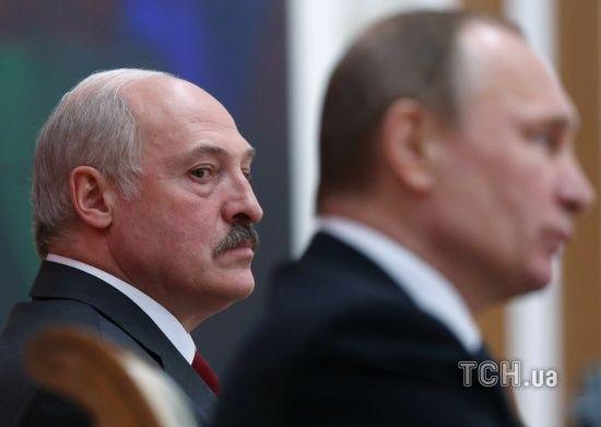 """""""Пресує"""" і """"закручує гайки"""": Лукашенко поскаржився на постійне посилення тиску Кремля"""