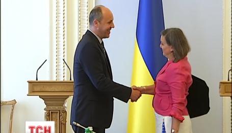 Виктория Нуланд после переговоров в Украине полетела в Россию