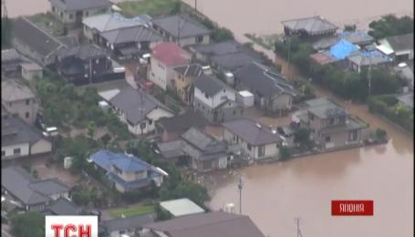 Рекордні зливи затопили південний захід Японії