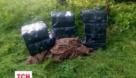 Лошадьми контрабандисты пытались переправить контрабандные сигареты через границу на Буковине