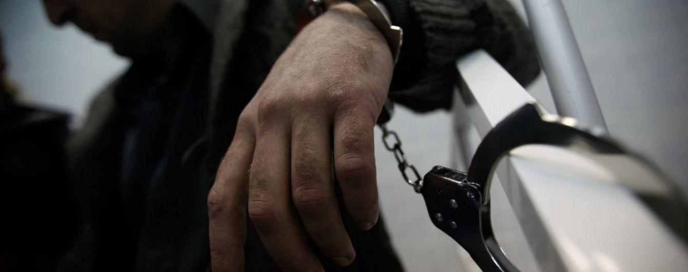 """Напад у столиці: """"шаблісту"""" із Подолу загрожує сім років за ґратами"""