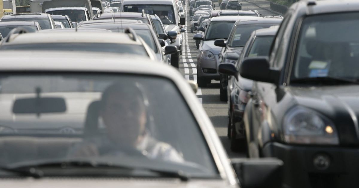 Винуватцем масштабного затору на мості через Дніпро став п'яний водій