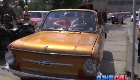 В столице состоялся первый всеукраинский парад ретроавтомобилей