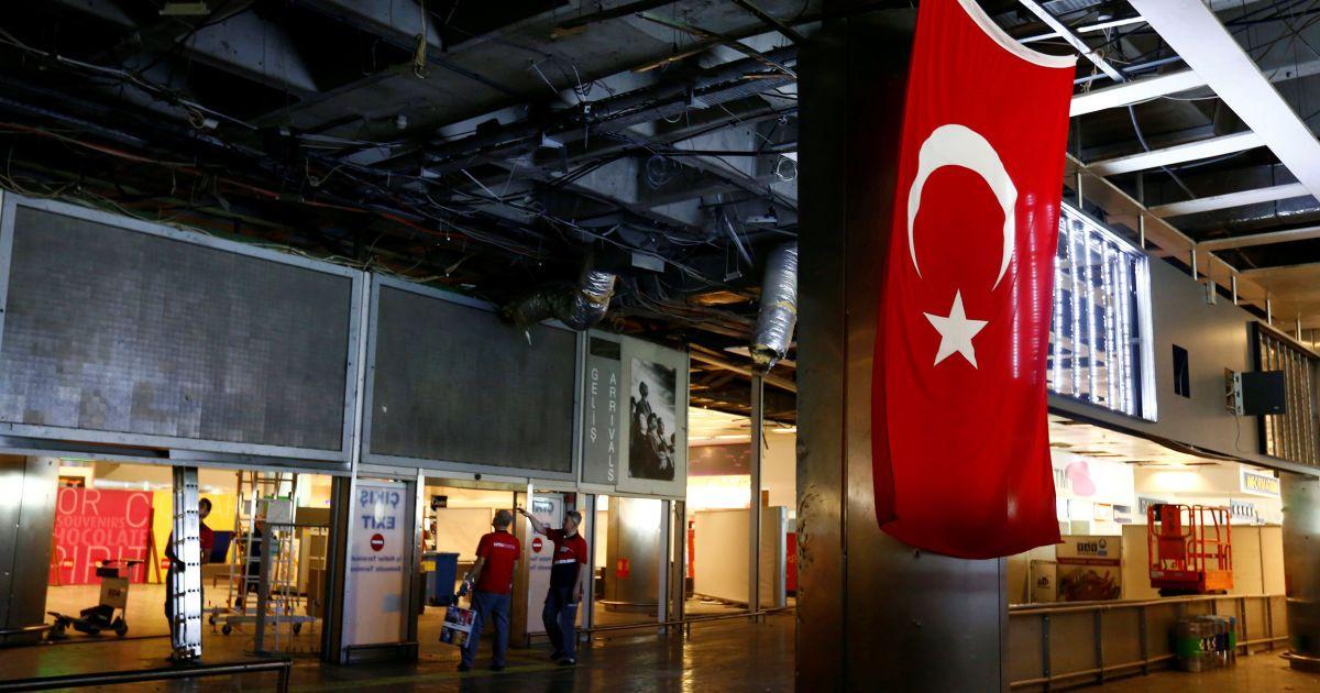 Кількість загиблих в аеропорту Стамбула знову зросла