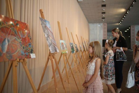 3.Виставка робіт фіналістів конкурсу в «Українському домі»