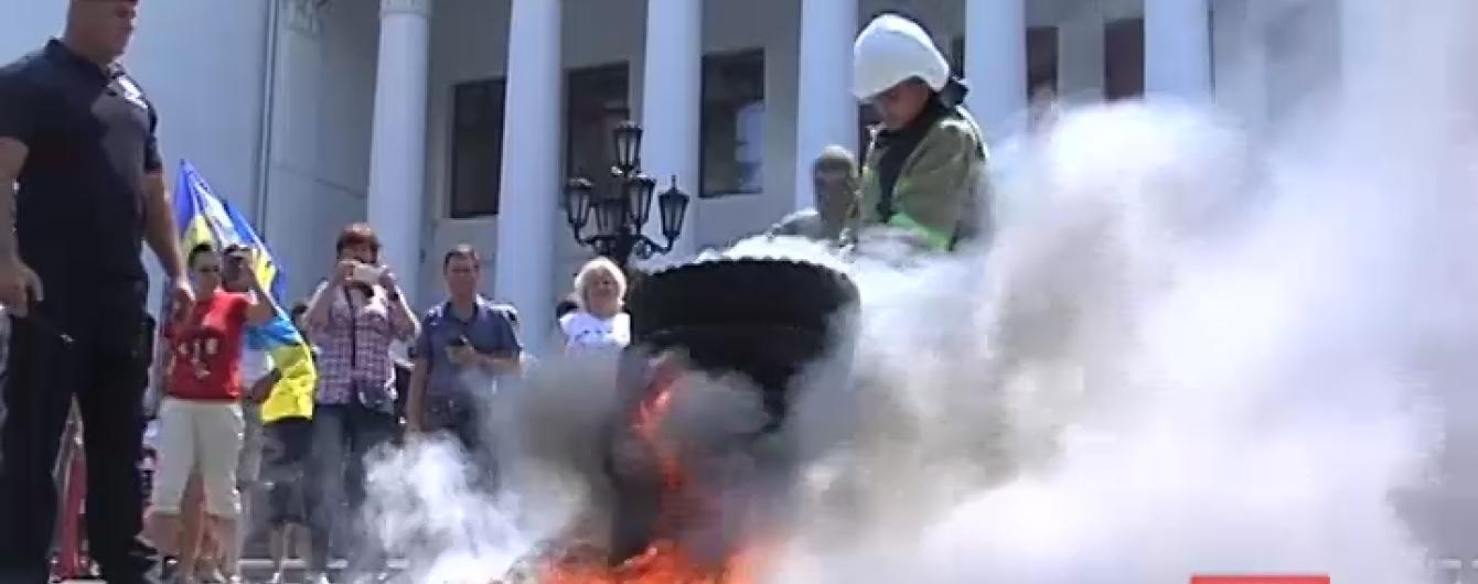 В Одесі палять шини на знак протесту проти забудови історичного центру