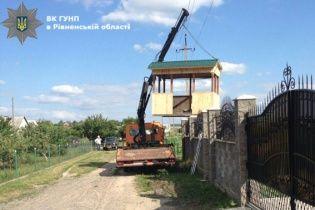 На Рівненщині чоловіка, який зачепив краном ЛЕП вбило струмом у 10 тисяч вольт