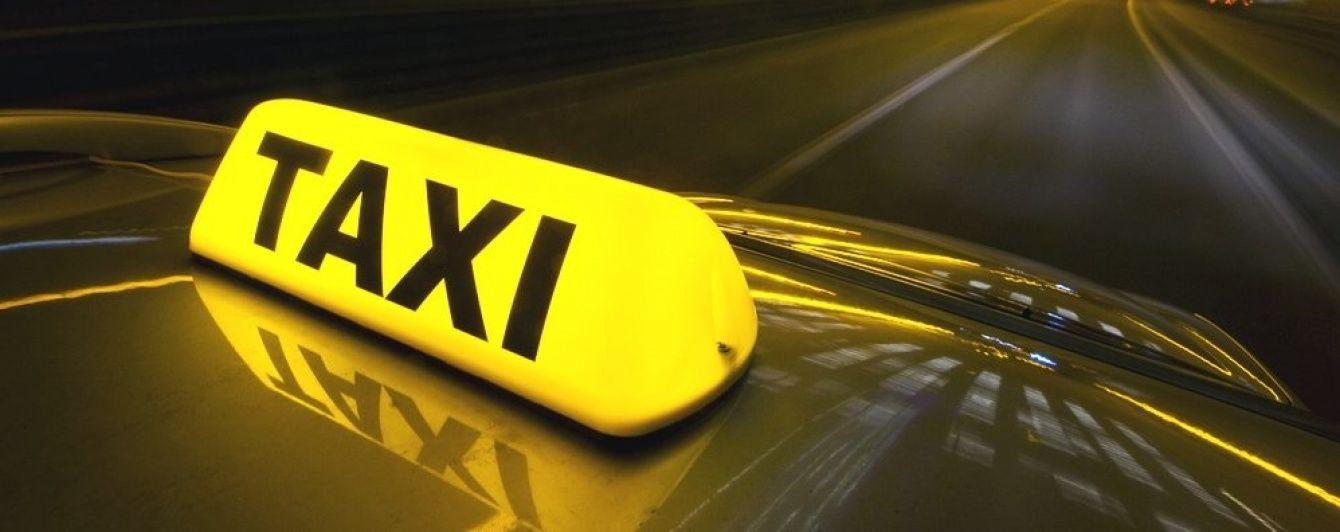 Между таксистом и матерью с ребенком разразился конфликт из-за отсутствия автокресла. Видео
