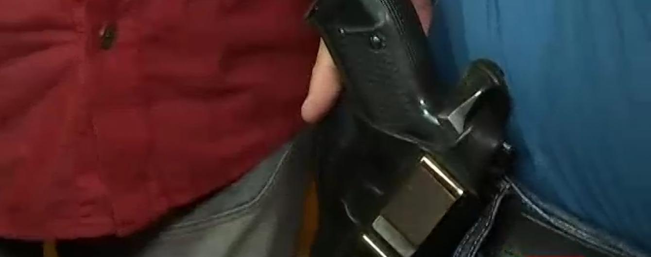 На сесію Львівської міськради заради експерименту пронесли пістолет і ніж
