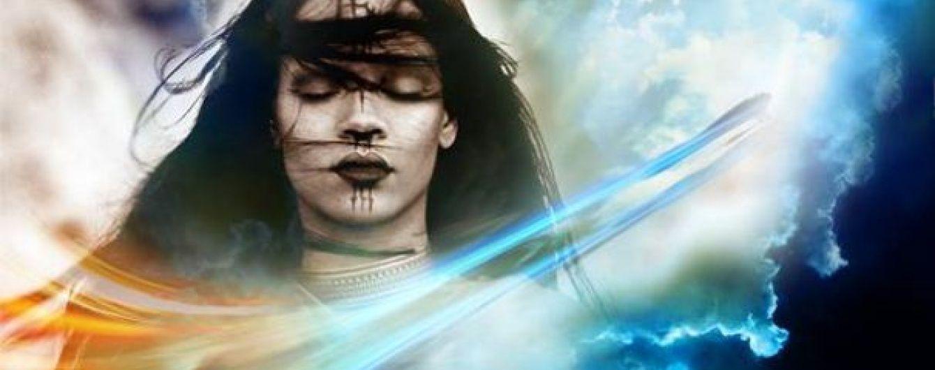 """Загадкова Ріанна в образі прибульця представила """"позаземне"""" відео"""
