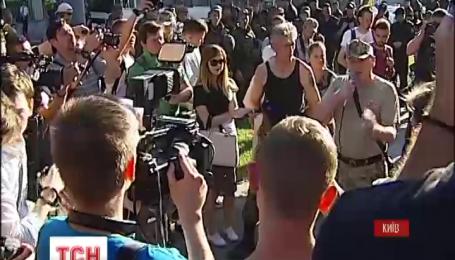 Активісти так званої ОУН Коханівського заявляли про намір знести пам'ятник Миколі Щорсу