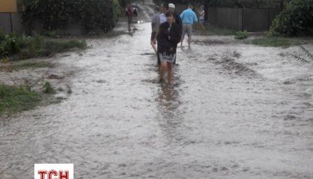 В Черновицкой области обильными дождями затопило улицы