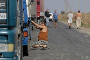 На Львовщине неизвестные на ходу украли из грузовика бочки с квасом